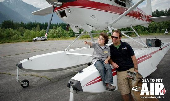 Squamish, Kanada: Family time at the airport...