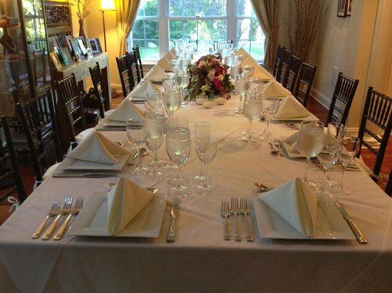 green ROCKS inn: Intimate Dinner for 18