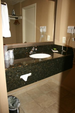 BEST WESTERN Plus Canyonlands Inn : Additional sink area