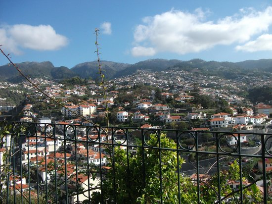 Quinta Jardins do Lago: View of Funchal from the garden
