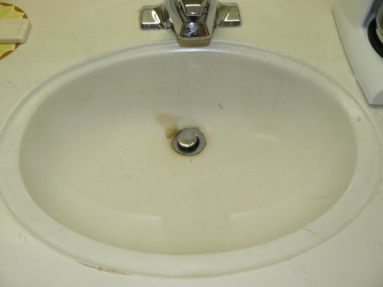 Ashburn, Grcistan: This is the sink in our room, before we used it.