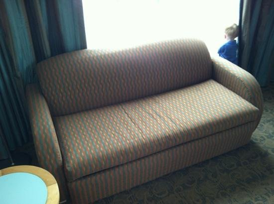 Walt Disney World Swan and Dolphin: Couch in spacious room