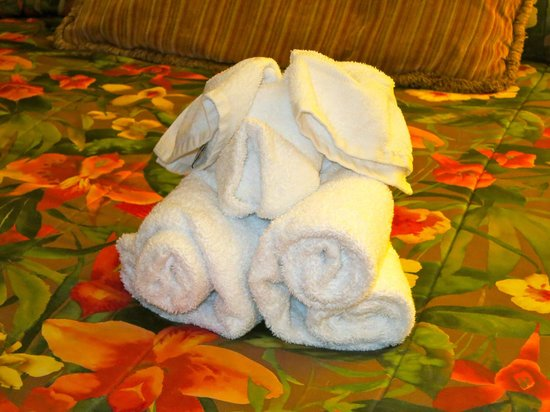 Pacific Terrace Hotel: Cute towel animals made by housekeeping staff