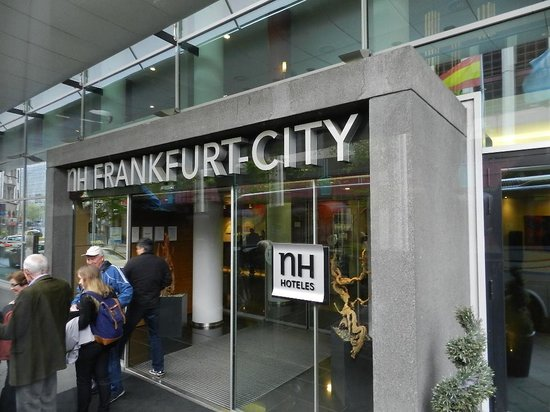 NH Frankfurt City: Entrada do Hotel