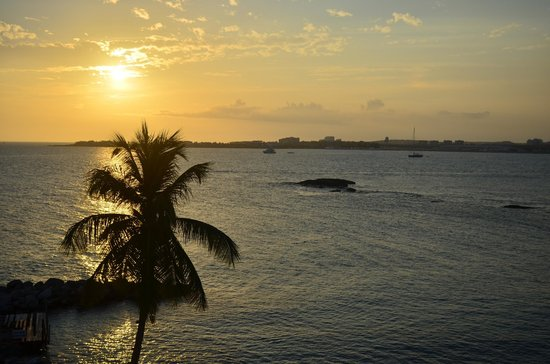 Flamingo Beach Resort: Sunset View