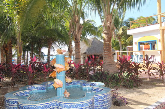 El Milagro Marina and Villas: El Milagro Lobby and Fountain