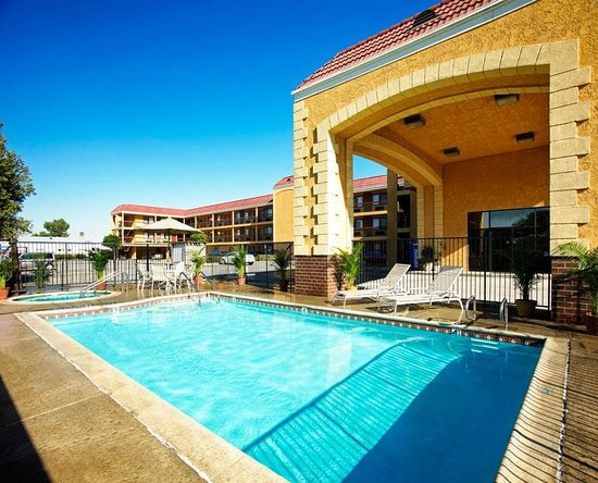 Portola Inn and Suites: Pool Area