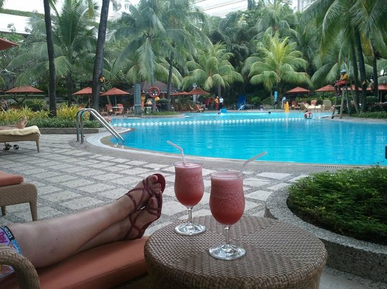 Edsa Shangri-La: poolside