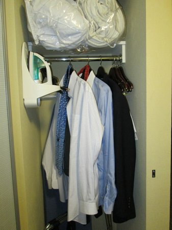 Embassy Suites Minneapolis - North: Closet #1
