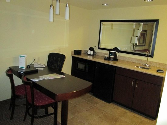 Embassy Suites Minneapolis - North: Work area