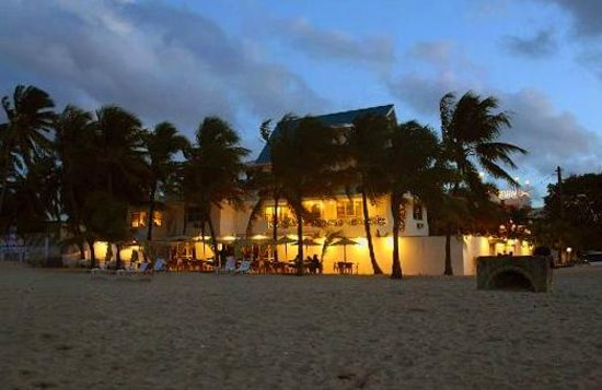 Numero Uno Guest House: Hotel from Beach at night