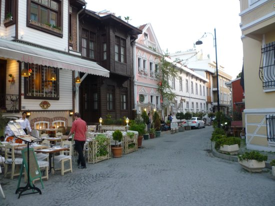 Avicenna Hotel : Calle del hotel 