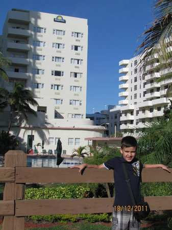 Days Inn Miami Beach / Oceanside: Fundos do hotel