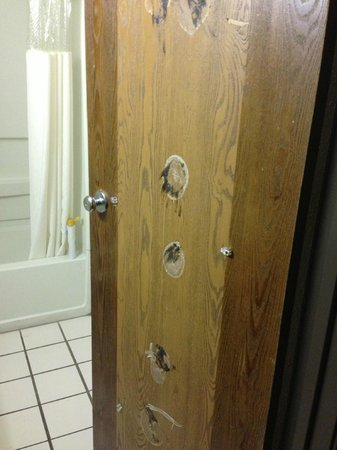 Howard Johnson Hotel - Tampa: bathroom door