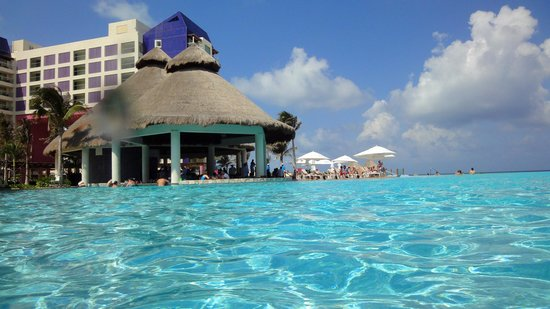 The Westin Lagunamar Ocean Resort: Main Pool Bar