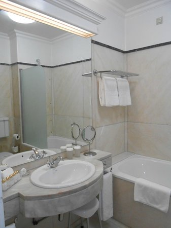 Hotel Avenida Palace: Bathroom