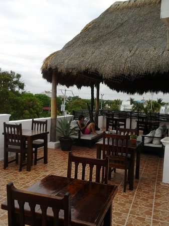 Posada Luna del Sur: Sitting on the upper deck for breakfast