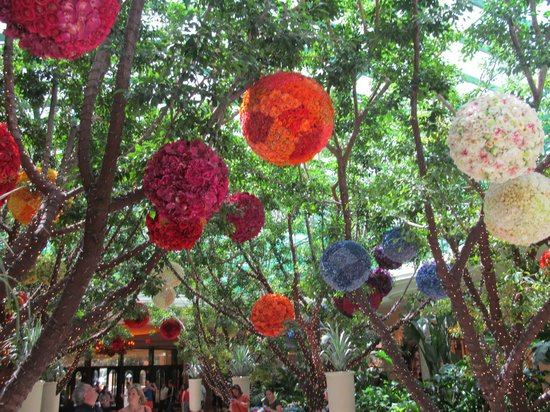 Wynn Las Vegas: Gorgeous flowers in lobby