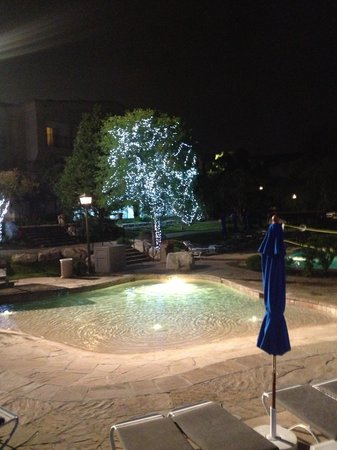 Westin La Cantera Hill Country Resort: Kiddie pool and lights at night