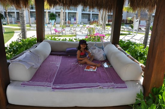 Paradisus Playa Del Carmen La Esmeralda: My bed every day !! And yes the towels ...