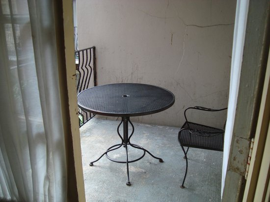 Hotel St. Marie: Table on the balcony - more then one chair would have been nice