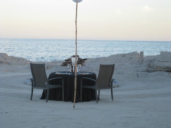 Marbella Suites en la Playa: Romantic beach dinner at sunset