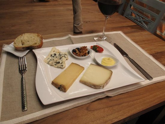 assiette de fromage picture of l 39 assiette kuta tripadvisor. Black Bedroom Furniture Sets. Home Design Ideas