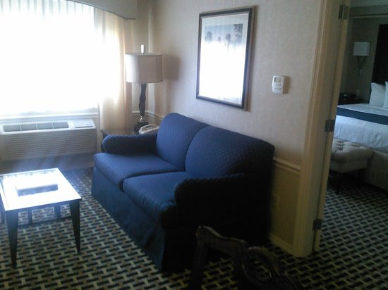 BEST WESTERN PREMIER Plaza Hotel &amp; Conference Center: living room