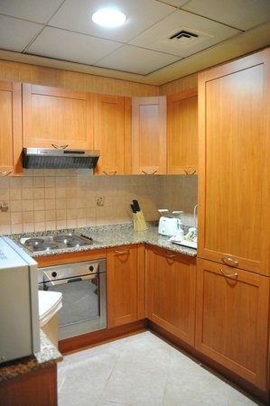 Belvedere Court Hotel Apartments: kitchen