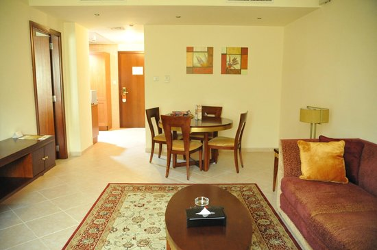 Belvedere Court Hotel Apartments: Dining area