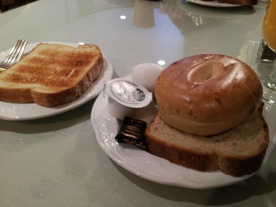 The College Club of Boston: Complimentary breakfast, a little sparse but generally ok