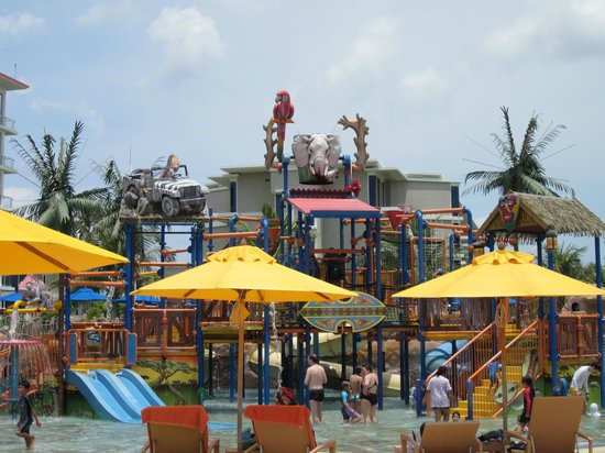 Centara Grand West Sands Resort &amp; Villas Phuket : Water park 