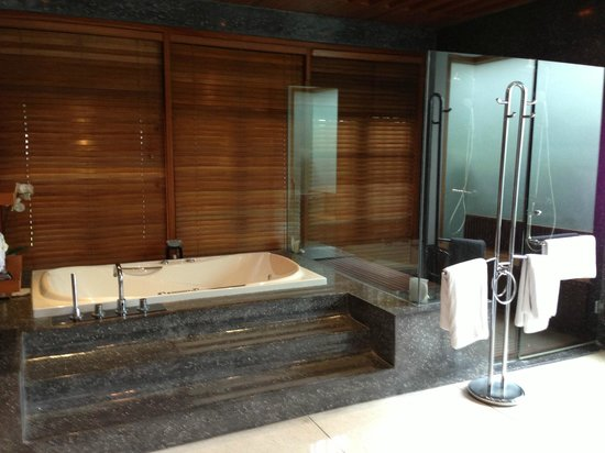 The Samaya Bali: bathroom