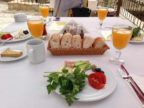 Hezen Cave Hotel: delicious, healty and natural breakfast