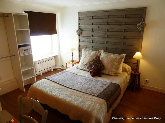 La Belle Demeure: Une de nos Chambres Cosy/One of our Cosy Bedroom
