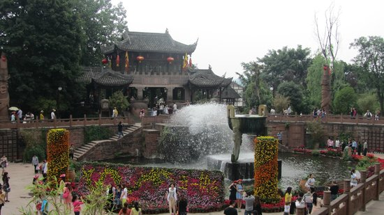 Shuangliu County, China: Fountain