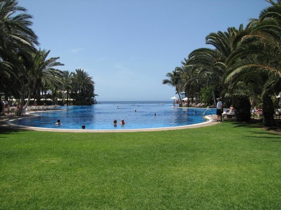 Lopesan Costa Meloneras Resort, Spa & Casino : View of the Infinity Pool