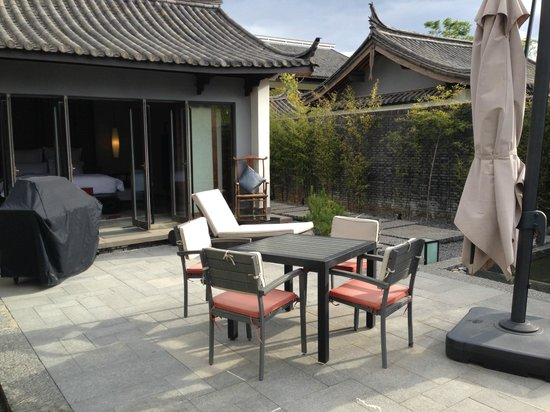 Pullman Lijiang Resort & Spa: BBQ area