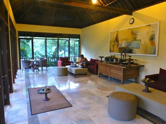 Komaneka at Bisma: Spa waiting area