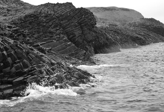 Dervaig, UK: rock formations, Staffa