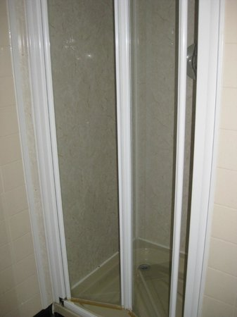 The Edgar Townhouse: Shower