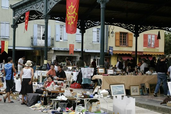 Midi-Pyrnes, : Vide grenier Mirepoix