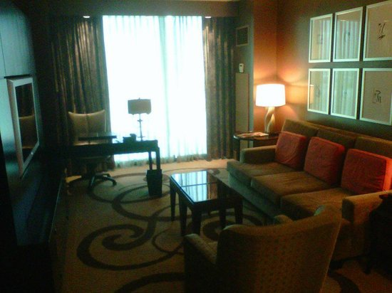 THEhotel at Mandalay Bay: Suite Living Room