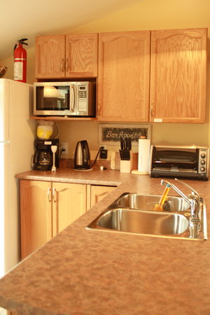 Bancroft, Canada: Fully Equipped Kitchenette