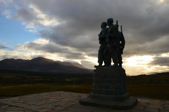 Spean Bridge, UK: Memorial and landscape