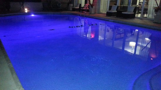 Sea Lord Hotel & Suites: night time pool