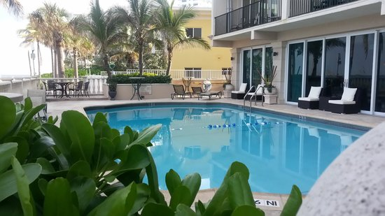 Sea Lord Hotel & Suites: pool area