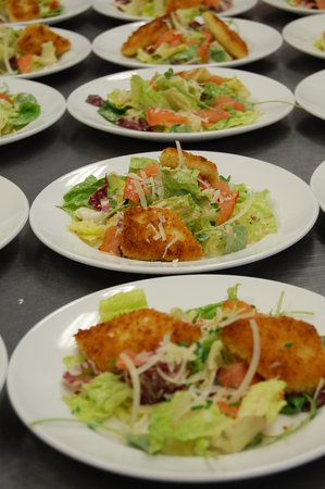 "Harbor Springs, Μίσιγκαν: Ceasar Salad with Smoked Salmon and ""Brie Croutons"""