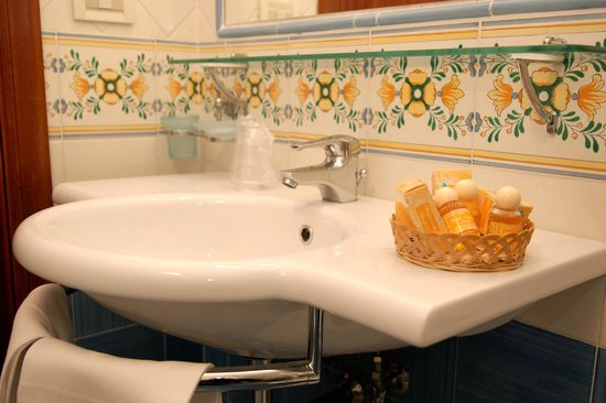Hotel Amalfi: Bagno