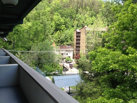 Gatlinburg Inn: View from side Balcony